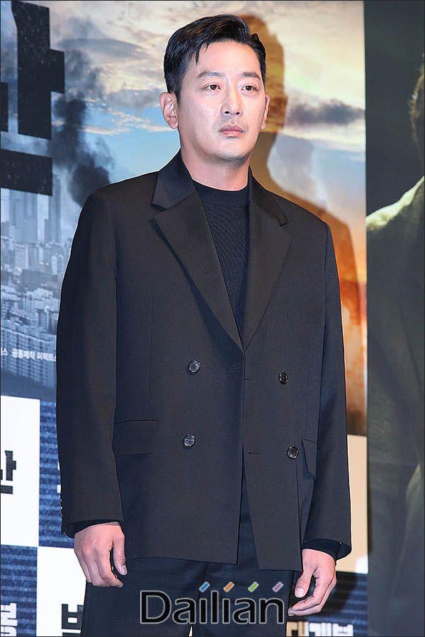 배우 하정우가 프로포폴 불법 투약 의혹을 전면 부인했다.ⓒ데일리안 류영주 기자