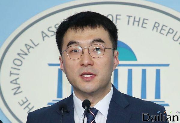 지난 7일 국회 정론관에서 민주당 입당 기자회견을 했던 김남국 변호사 ⓒ뉴시스