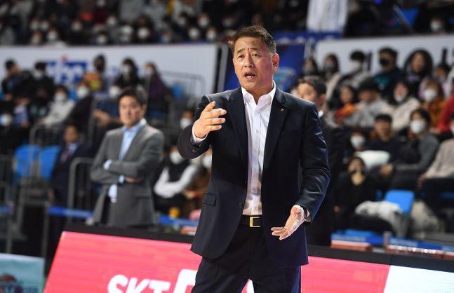 추일승 감독이 자진 사퇴 의사를 밝혔다. ⓒ KBL