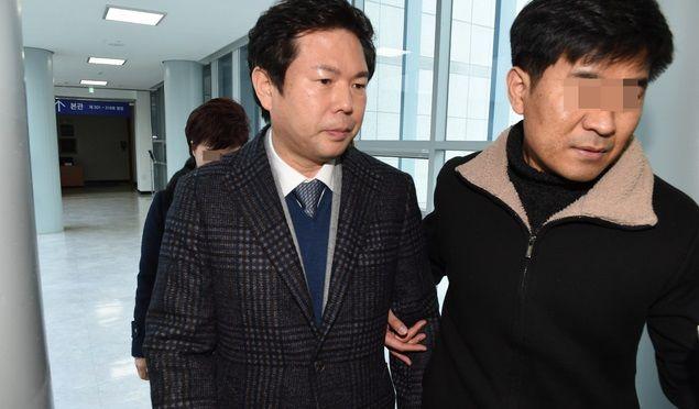 임동표 MBG(Made By God) 그룹 회장이 영장실질심사가 열리는 대전지방법원 법정으로 향하고 있다.ⓒ뉴시스