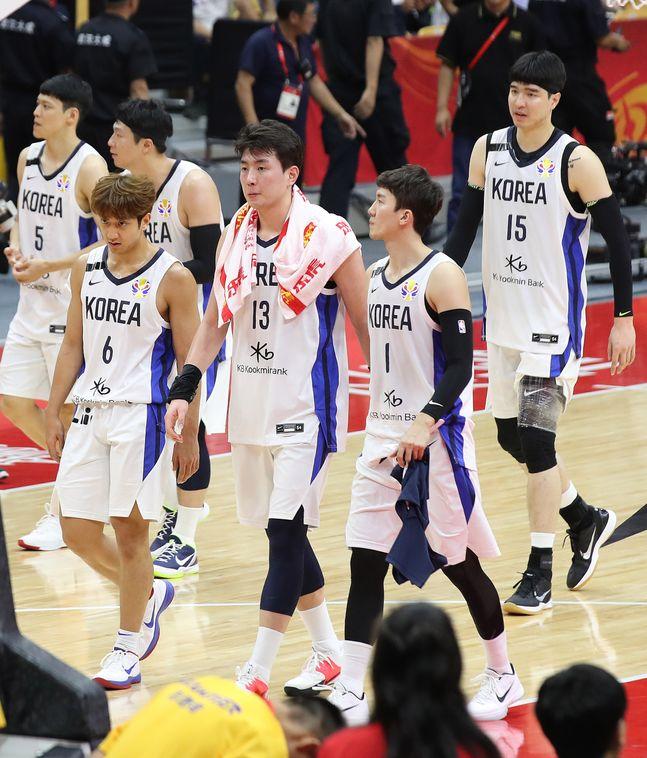 인도네시아전에 나서는 농구 대표팀. ⓒ 뉴시스