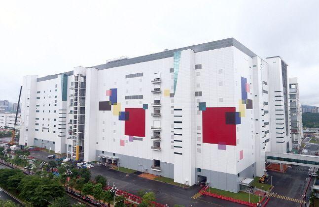중국 광둥성 광저우시 첨단기술산업 개발구에 위치한 LG디스플레이 하이테크 차이나의 8.5세대 OLED 패널 공장 전경.ⓒLG디스플레이