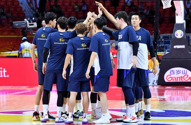인도네시아를 잡고 조 1위로 올라선 남자 농구 대표팀(자료사진). ⓒ 대한민국 농구협회