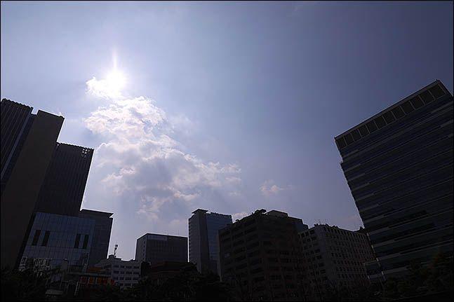 서울 종로구에서 바라본 도심이 맑게 보이고 있다.(자료사진)ⓒ데일리안 류영주 기자