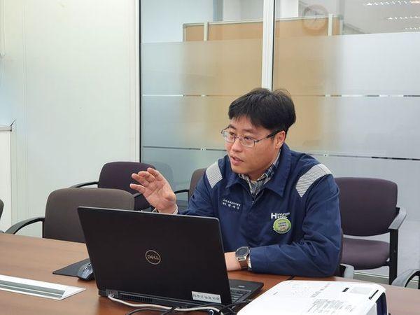 박재우 스마트팩토리기술팀장이 19일 현대제철 당진공장에서 스마트팩토리에 대해 설명하고 있다.ⓒ현대제철