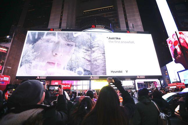 방탄소년단이 출연한 '글로벌 수소 캠페인' 영상 최초 공개 현장에 모인 사람들. ⓒ현대자동차
