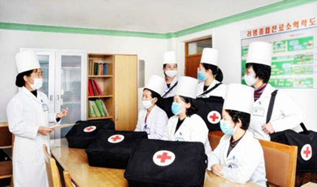 북한이 코로나19 확진자가 급속하게 증가하는 남한 상황에 촉각을 곤두세우고 있다.ⓒ연합뉴스·노동신문 캡처