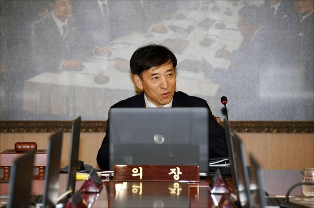 이주열 한국은행 총재가 국내 경기 상황에 대해 발언하고 있다. ⓒ데일리안