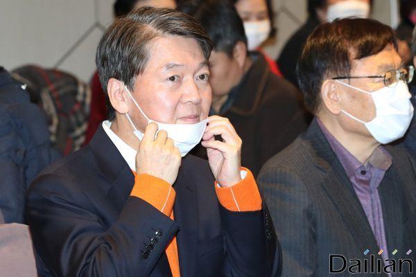 안철수 국민의당(가칭) 창당준비위원장이 20일 오후 서울 마포구 케이터틀에서 열린