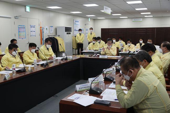 LH는 24일 LH 진주 본사에서 코로나19 관련해 CEO 주재 비상점검회의를 개최했다.ⓒLH