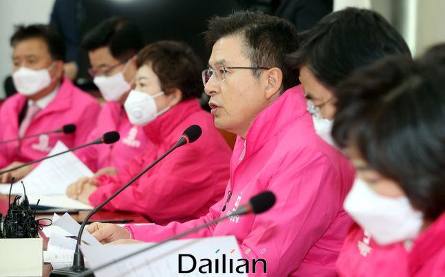 황교안 미래통합당 대표가 24일 오전 국회에서 열린 미래통합당 최고위원회의에서 모두발언을 하고 있다.ⓒ데일리안 박항구 기자
