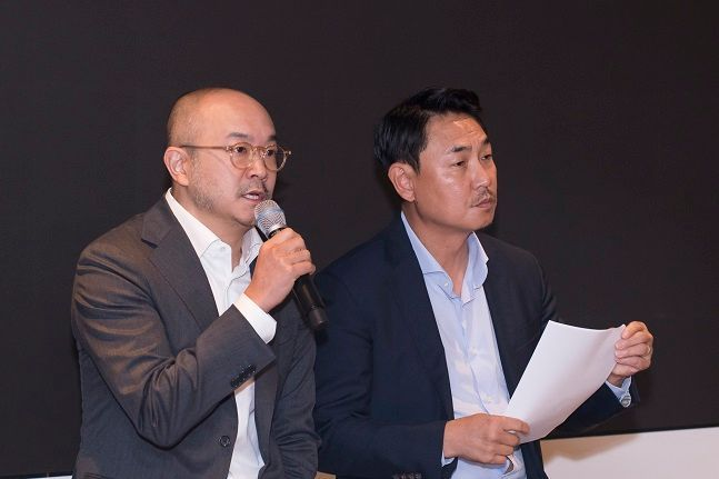 여민수(오른쪽)·조수용 카카오 공동대표가 지난해 10월 25일 경기도 분당 카카오 판교 오피스에서 '뉴스 및 검색 서비스 개편 계획'을 발표하고 있다.ⓒ카카오