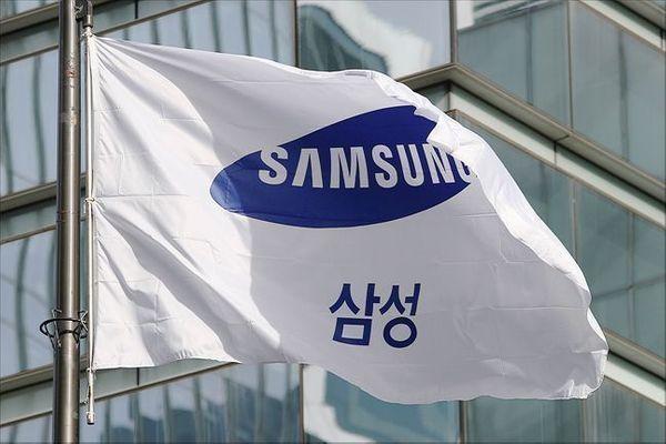 서울 서초동 삼성서초사옥 앞에서 삼성 깃발이 휘날리고 있다.ⓒ데일리안 홍금표 기자