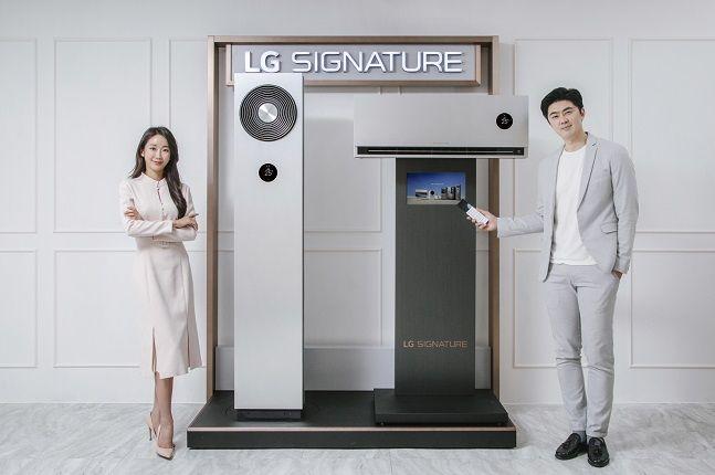 LG전자 모델들이냉방 성능을 강화한 초프리미엄 에어컨 'LG 시그니처 에어컨' 신제품을 소개하고 있다.ⓒLG전자