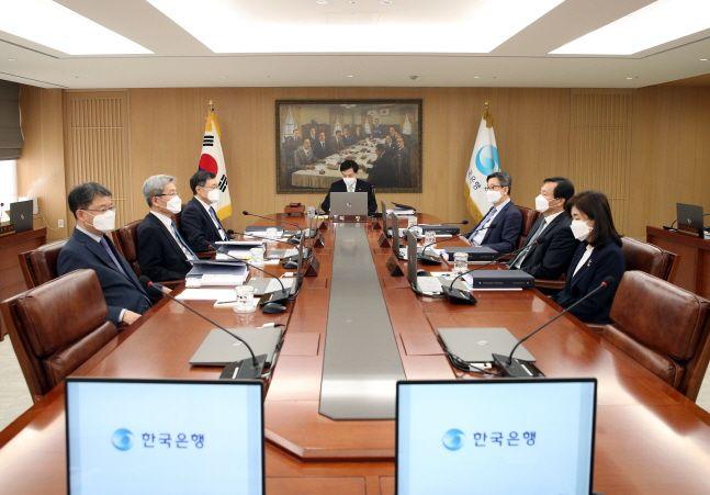 이주열 한국은행 총재가 27일 서울 중구 한국은행에서 열린 금융통화위원회를 주재하고 있다.ⓒ한국은행