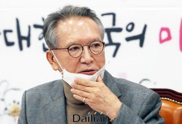 김형오 미래통합당 공천관리위원장이 지난 26일 오후 국회에서 기자간담회를 하고 있다(자료사진). ⓒ데일리안 박항구 기자