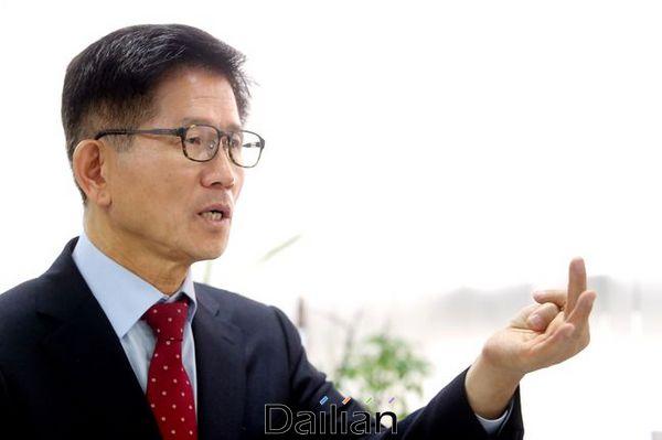 김문수 자유통일당 대표가 28일 오후 서울 여의도에서 데일리안과 인터뷰를 갖고 있다. ⓒ데일리안 박항구 기자