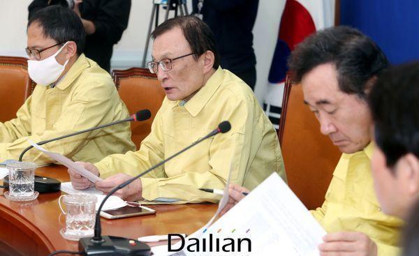 이해찬 민주당 대표가 선대위 회의에서 모두발언을 하고 있다. ⓒ데일리안 박항구 기자