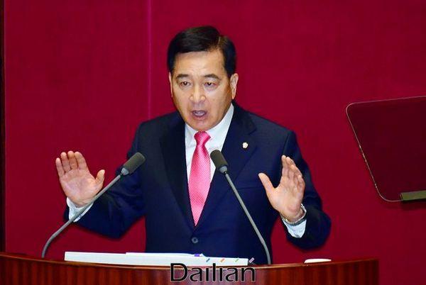 심재철 미래통합당 원내대표가 19일 열린 국회 본회의에서 교섭단체 대표연설을 하고 있다.ⓒ데일리안 박항구 기자