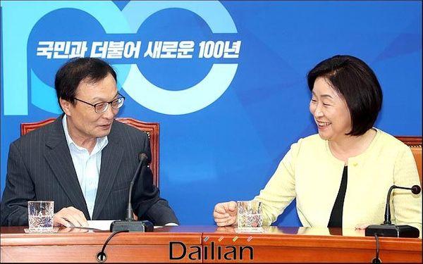 이해찬 더불어민주당 대표가 지난해 7월 15일 오후 국회 대표실을 방문한 심상정 정의당 대표와 대화를 나누고 있다. ⓒ데일리안 박항구 기자
