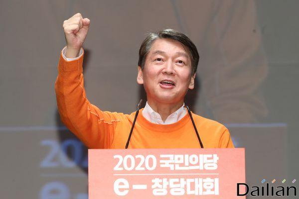 안철수 국민의당 대표가 지난달 23일 오후 서울 강남구 서울종합예술실용학교 SAC아트홀에서 열린