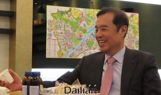 김병준 미래통합당 전 비상대책위원장이 12일 오후 세종특별자치시 자신의 선거사무소로 쓸 사무실에서 데일리안과 인터뷰를 갖고 있다. ⓒ세종=데일리안 정도원 기자