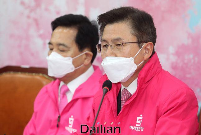 황교안 미래통합당 대표가 16일 오전 국회에서 열린 최고위원회의에서 모두발언을 하고 있다.ⓒ데일리안 박항구 기자