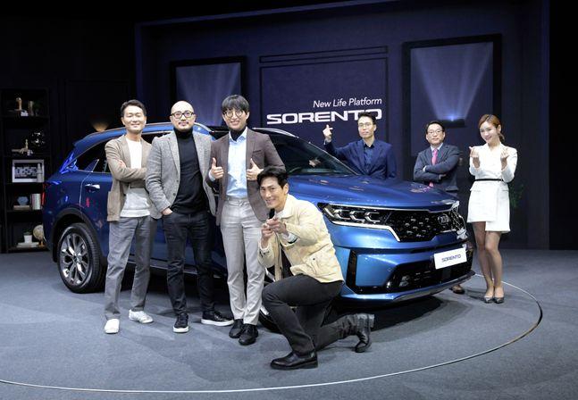 기아자동차가 17일 온라인 런칭 토크소를 열고 신형 쏘렌토를 공개하고 있다. ⓒ기아자동차