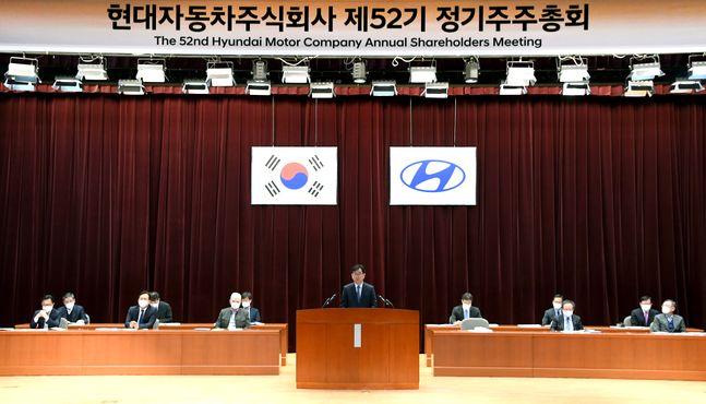 이원희 현대자동차 사장이 19일 서울 양재동 본사에서 열린 제52기 정기 주주총회에서 주주들에게 인사말을 하고 있다. ⓒ현대자동차
