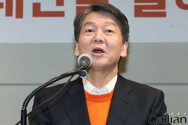 안철수 국민의당(가칭) 창당준비위원장이 지난달 20일 오후 서울 마포구 케이터틀에서 열린