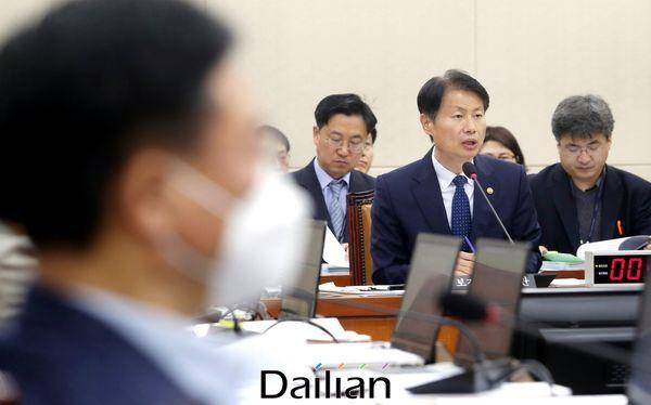 김강립 보건복지부 차관이 지난 10일 오전 국회에서 열린 국회 보건복지위 전체회의에서 의원들의 질의에 답변하고 있다. ⓒ데일리안 박항구 기자