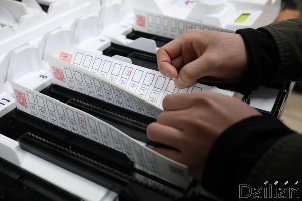 중앙선거관리위원회는 4·15 총선 당일 신종 코로나바이러스 감염증(코로나19) 확산 방지에 대비한 투표소 운영방침을 마련했다고 19일 밝혔다.ⓒ데일리안 류영주 기자