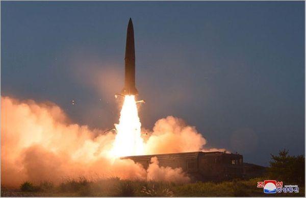 북한이 지난 9월 강원도 원산에서 신형 단거리 탄도미사일을 발사하는 모습(자료사진) ⓒ조선중앙통신