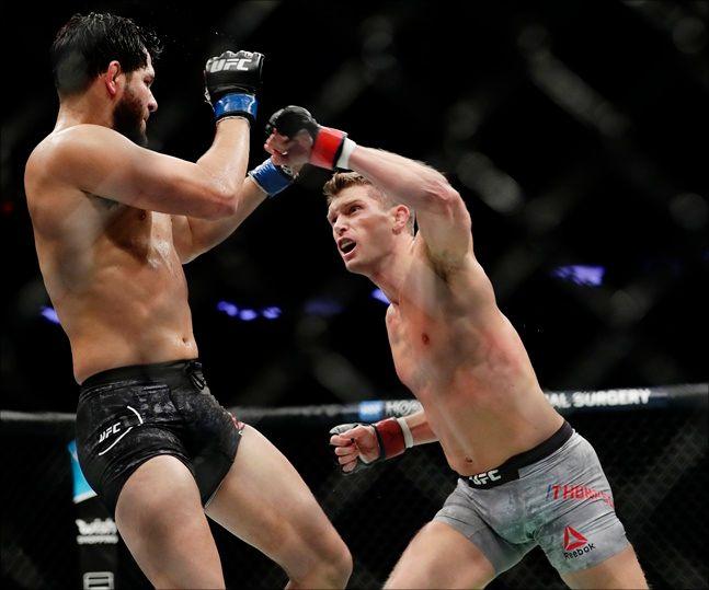 UFC 웰터급 스티븐 톰슨(오른쪽). ⓒ 뉴시스