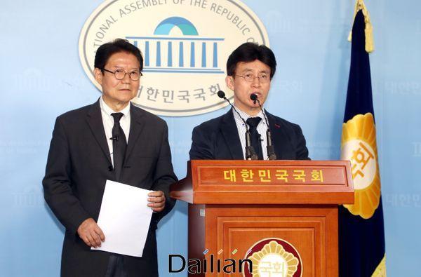더불어시민당 우희종(좌) 공동대표와 최배근 공동대표(우) ⓒ데일리안 박항구 기자