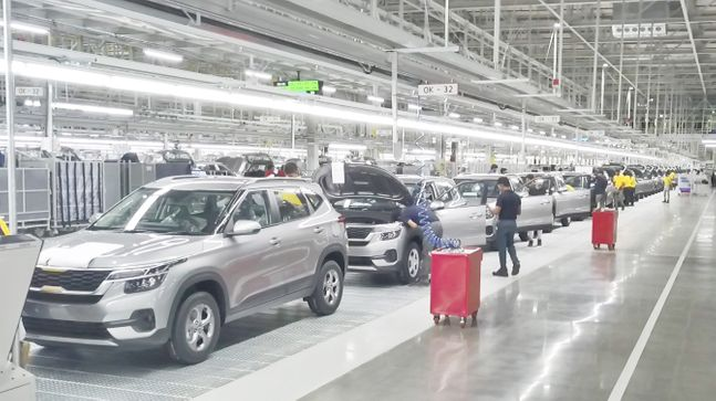 기아자동차 인도 안드라프라데시 공장 조립라인에서 셀토스가 생산되고 있다. ⓒ기아자동차