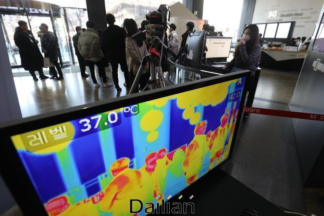 서울시내 한 빌딩에 코로나19 바이러스 예방을 위한 열화상 카메라가 운용되고 있다(자료사진). ⓒ데일리안 류영주 기자