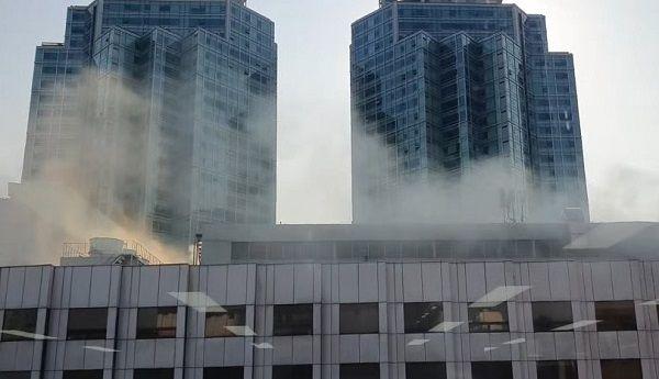 서울 영등포구 여의도동에 위치한 여의도백화점에서 24일 오후 화재가 발생했다. ⓒ연합뉴스