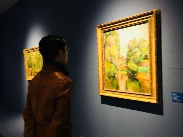 한 관람객이 미술품을 관람하고 있다(자료사진). ⓒ뉴시스