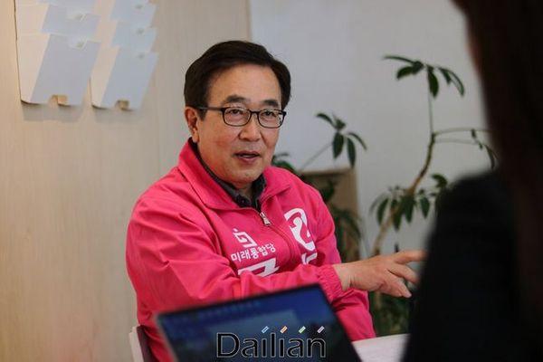 4·15 총선에서 부산진갑에 출사표를 던진 서병수 전 부산시장이 지난 23일 부산 수영구에 위치한 통합당 부산시당에서 데일리안과 인터뷰를 하고 있다.ⓒ데일리안