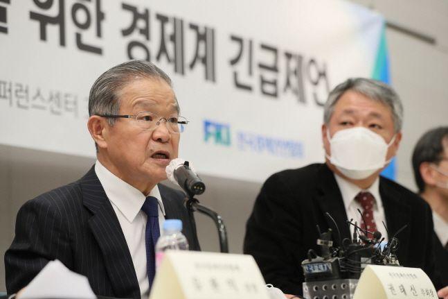 권태신 전경련 부회장이 25일 서울 여의도 전경련회관 컨퍼런스센터에서 열린