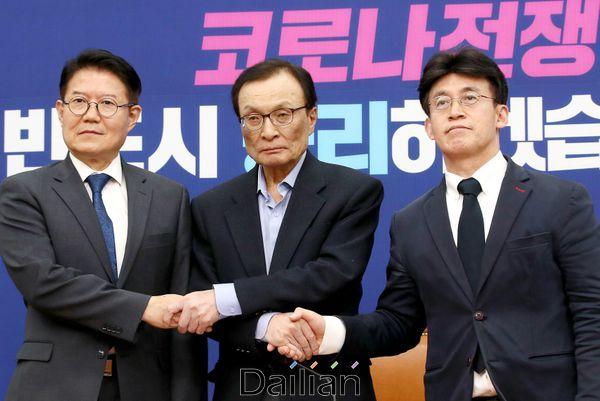 이해찬 민주당 대표가 더시민당 우희종·최배근 공동대표의 예방을 받고 있다. ⓒ데일리안 박항구 기자