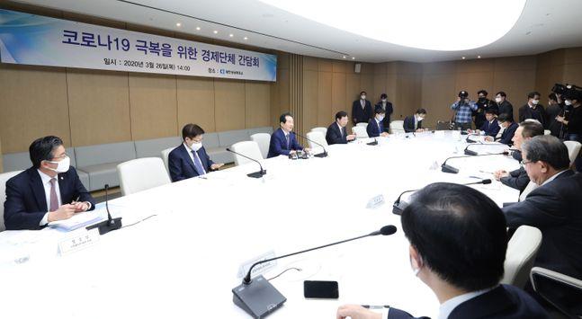 정세균 국무총리가 26일 오후 서울 중구 대한상공회의소에서 코로나19 극복을 위한 경제단체 간담회를 하고 있다.ⓒ뉴시스
