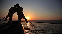 미얀마 하늘호수 '잔잔하지만 깊은 울림'