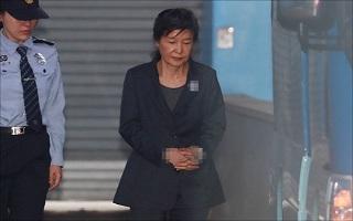 """박근혜 전 대통령, 오늘 재판 불출석…""""건강상 이유"""" 사유서 제출"""