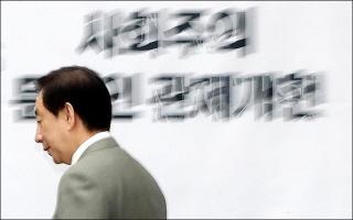 개헌안 없는 한국당 개헌의총…靑바라기 민주당