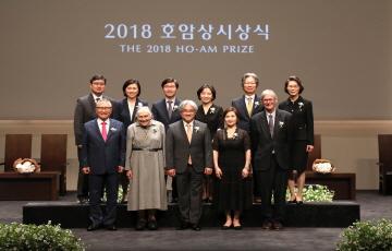 [포토] 2018 호암상 시상식 개최...수상자들 '기념 컷'