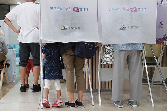 [교육감선거 출구조사] 전국 교육감 선거 13곳 진보 우세…4개 지역 경합