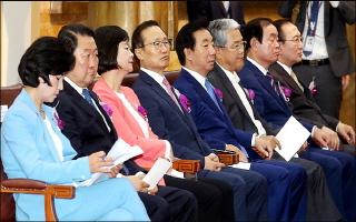 [데일리안 여론조사] 민주 48%, 한국 14%…선거 끝 지지율 동반하락
