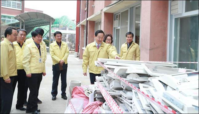 학교 석면제거, 잔재물 검사 책임확인제로 기준 강화